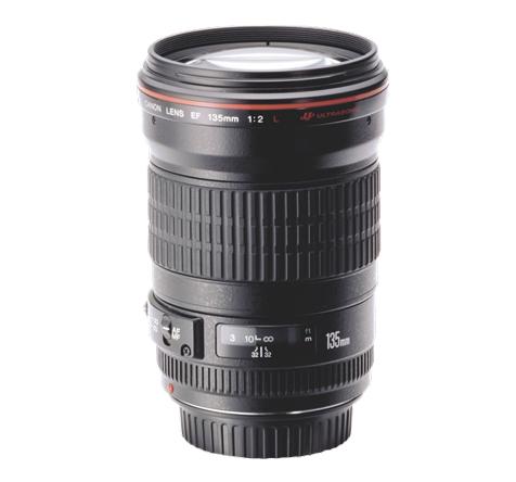 Canon EF 135mm f/2.0 L USM lens